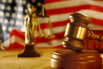 Hire criminal lawyer to and make yourself free from criminal cases